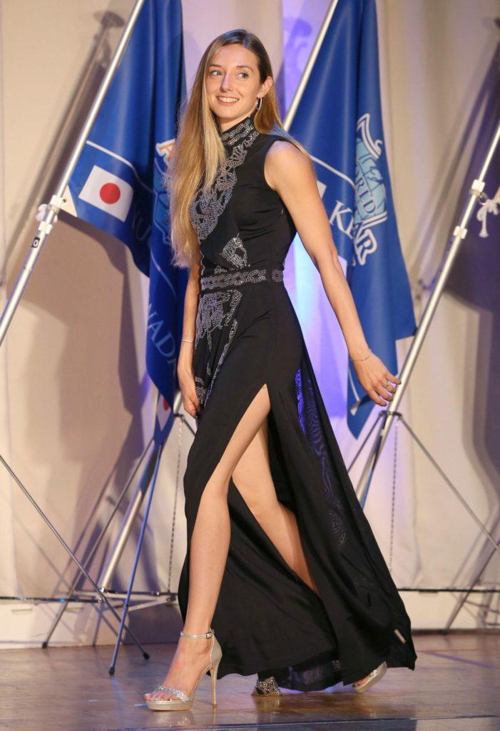 프랑스 미녀기수 701x1024 일본중앙경마 세계기수대항전 출전 프랑스 미녀기수 미카엘 미셸 화보