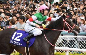 hanshin racecourse02 300x193 일본경마 총결산 다카라즈카 기념 대상경주 결과! 암말 역대 4번째 우승