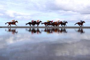 Laytown Races06 300x200 해외 이색 경마장! 아일랜드 레이타운 해변 백사장 경마대회