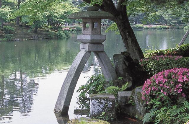 겐로쿠엔 코토지등롱1 일본 3대 정원 겐로쿠엔의 명물 가나자와경마장 코토지상 Neo Amazones